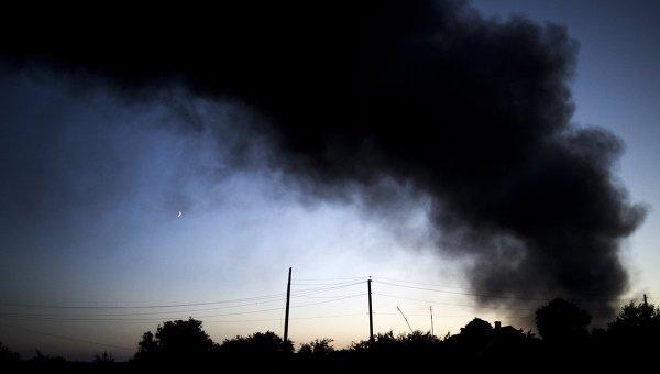 Пожар после обстрела на Лисичанском НПЗ Роснефти