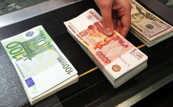 Рубль резко вырос по отношению к доллару и евро
