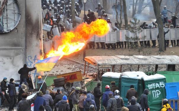 Ровно год назад на киевском Майдане начались первые столкновения