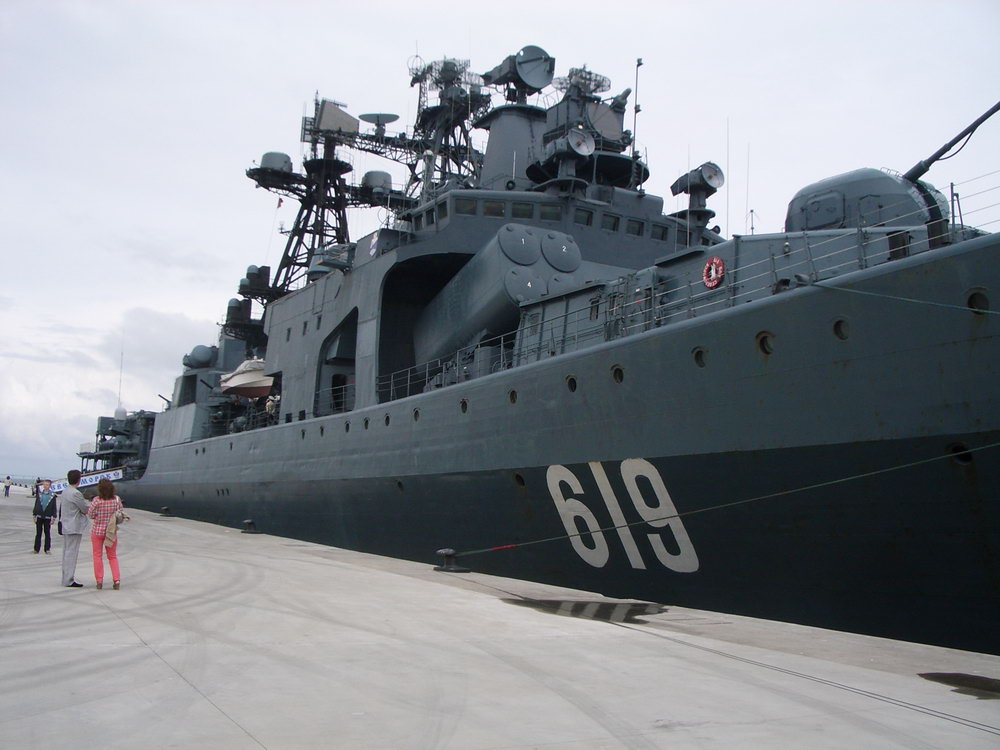 «Североморск» — большой противолодочный корабль проекта 1155. Mаксимальной скоростью 32 узла, водоизмещение 7570 тонн, наибольшaя длинa 163 м, ширинa 19 м.