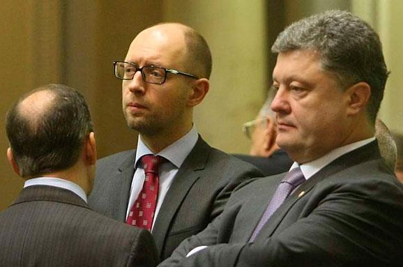 """""""Перетягивание каната"""". Порошенко и Яценюк пытаются договориться"""