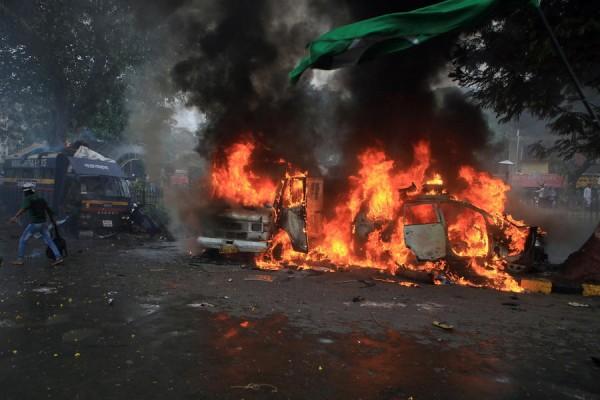 Год назад на Майдане начались первые столкновения