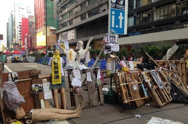 Хроники Гонконгского майдана: протестующие смешались с гей-парадом, а коммунальщики устали убирать мусор