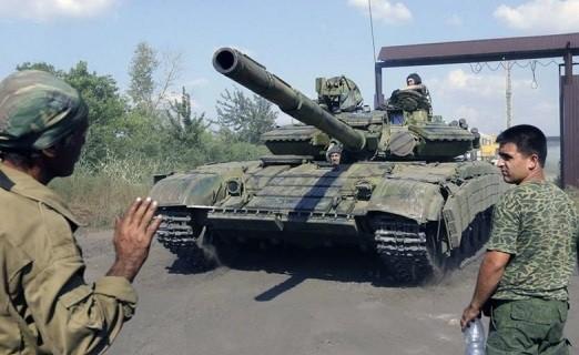 В Станице Луганской казаки угнали танк у пьяных карателей