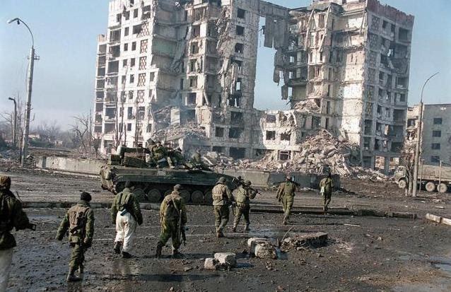 Секретный доклад: Порошенко целенаправленно уничтожил инфраструктуру Донбасса