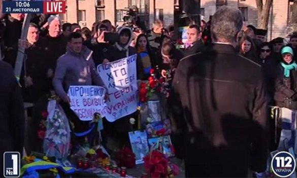 Порошенко и Байдена освистали на Майдане