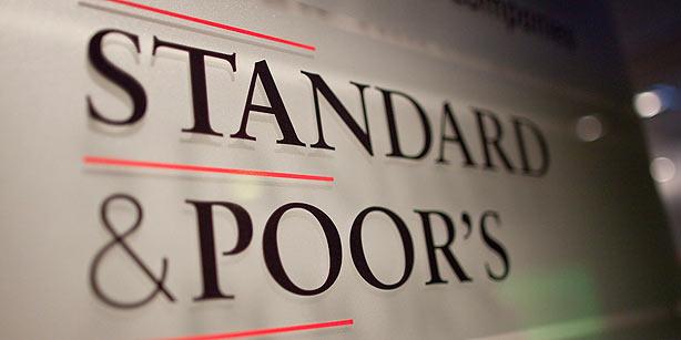 S&P понизило рейтинг России до «мусорного»