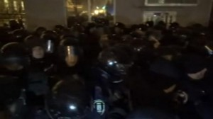 В Киеве штурмуют здание администрации президента