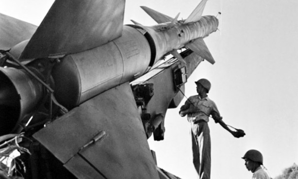ДРВ. Небо Ханоя от налетов авиации США охраняют боевые ракеты Вьетнамской народной армии, 1967 год