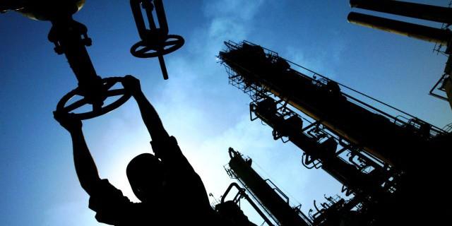 Цены на нефть растут в пятницу, Brent держится выше $60