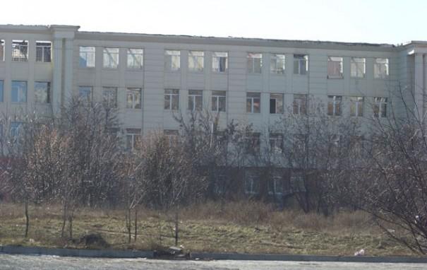 Сгоревшая школа в Ленинском районе Донецка