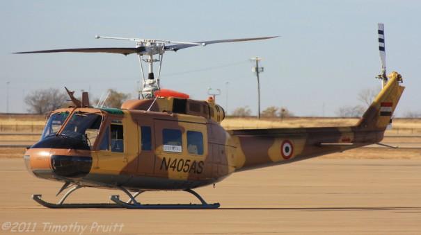 Один из четырех передававшихся ВВС Йемена в счет американской военной помощи модернизированных вертолетов Bell UH-1H Huey II (временная американская регистрация N405AS). 08.01.2011