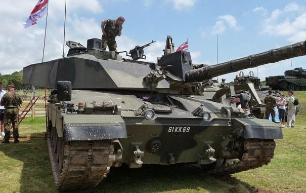 800px-Challenger_2,_Tankfest_2009
