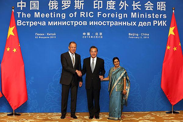 Россия-Индия-Китай: сложный любовный треугольник назло США?