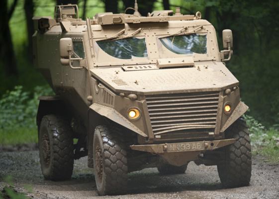 Бронированная машина Foxhound во время полигонных испытаний, 2010 год