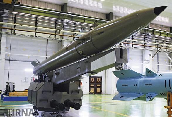 Ракета Khalij Fars на пусковой установке.