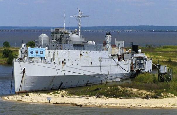 Бывший ДКД Shadwell на нынешнем месте своей работы у острова Литл-Сэндз.
