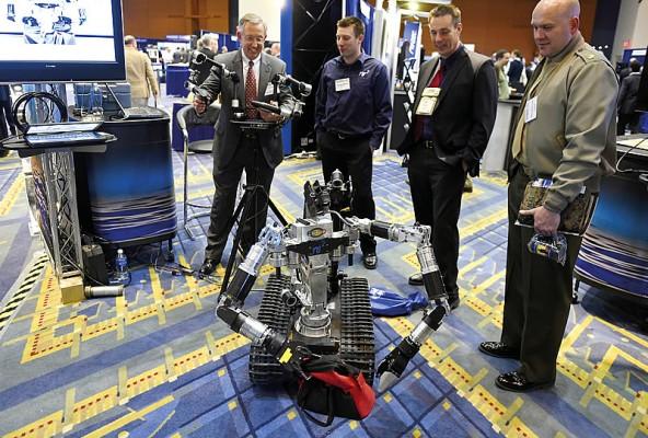 Еще один дистанционно управляемый аппарат, продемонстрированный на выставке S&T EXPO.