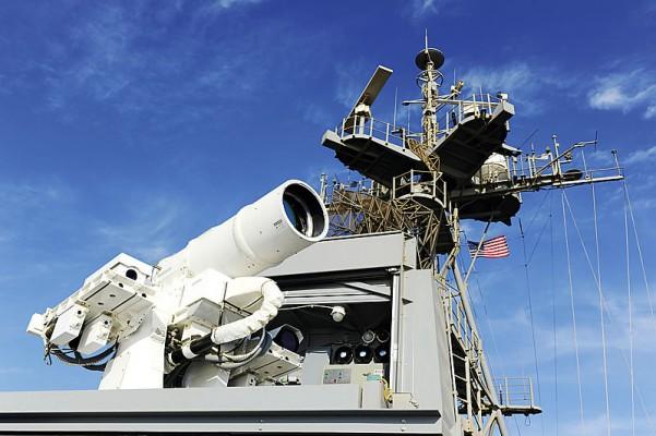 Лазерная пушка LaWS на корабле Ponce.