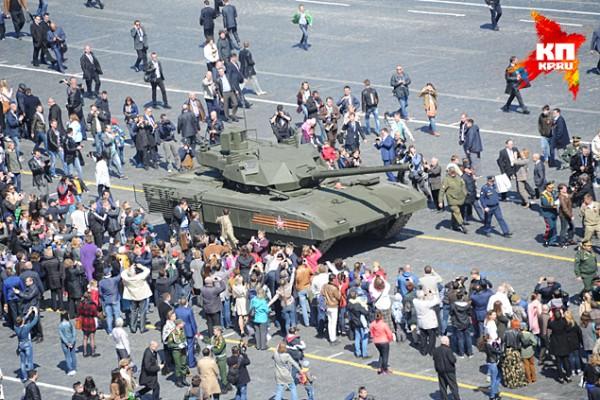 Новый танк очень понравился зрителям парада