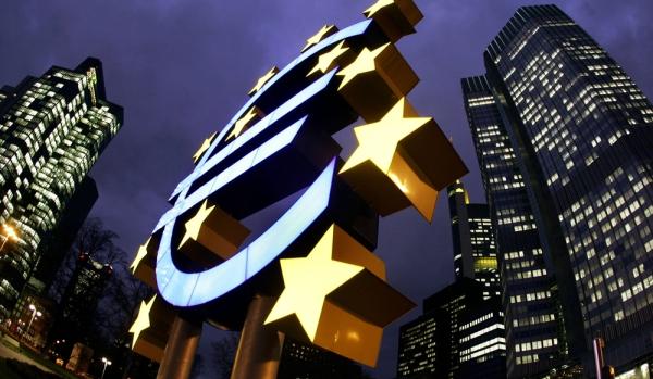 Европейский центральный банк обвалил евро