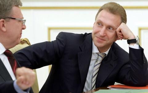 Геополитическая дуэль на фоне ареста российских счетов