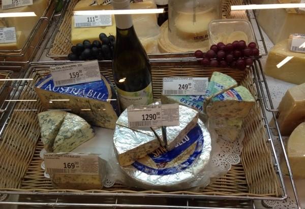 """Канадский лобстер, французский сыр... Россияне сами """"уничтожают"""" санкционные продуты, пока до них не добрались власти"""