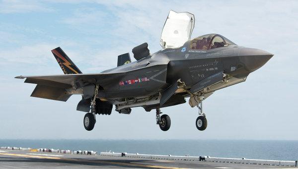 """Аналитик: в бою российские истребители """"разорвут на куски"""" F-35 США"""