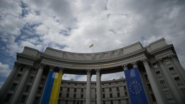 МИД Украины требует разъяснить поездку Владимира Путина в Крым