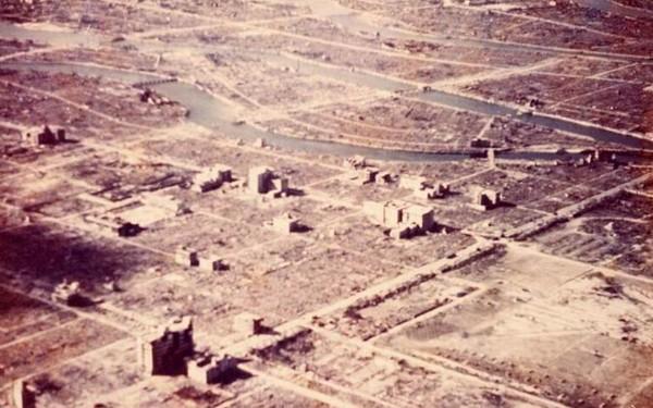 Тому, что после Хиросимы и Нагасаки больше не было атомных бомбардировок, мир обязан СССР