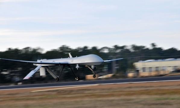 Прибытие американского БЛА General Atomics MQ-1 Predator из состава 147-го разведывательного крыла ВВС Национальной гвардии Техаса на авиабазу Лиелварде (Латвия), 24.08.2015 (с) Dale Hanson / ВВС Национальной гвардии