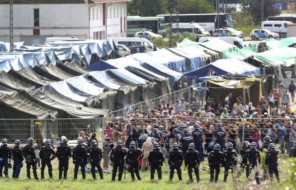 Полиция Венгрии применила слезоточивый газ против беженцев на юге страны