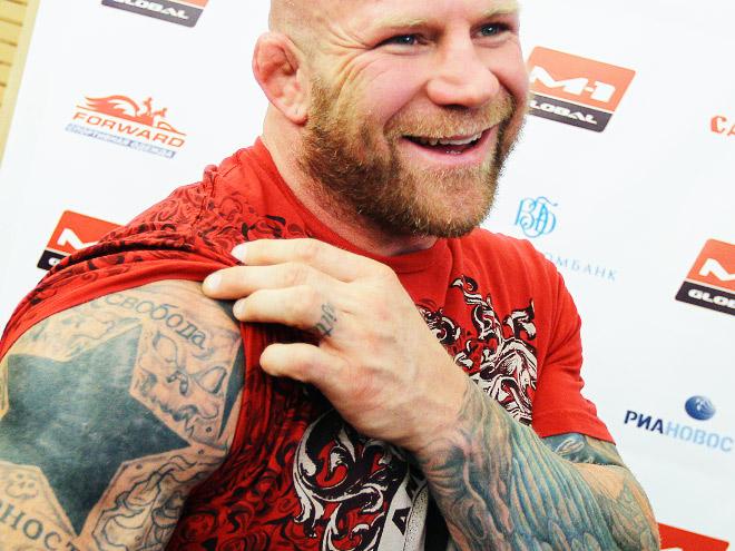 Джефф Монсон с русскими татуировками