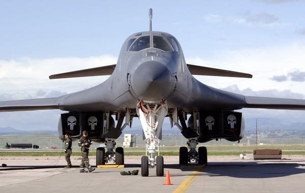 В-1В «Лансер» - стратегический бомбардировщик США