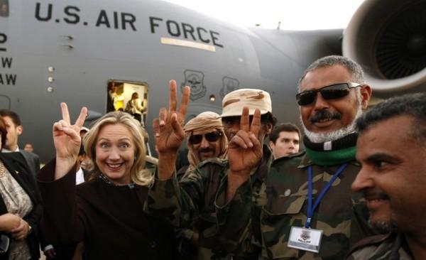Хиллари Клинтон во время инспекции в Ливии