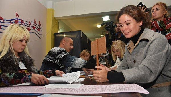Марию Гайдар выгнали с избирательного участка в Одессе