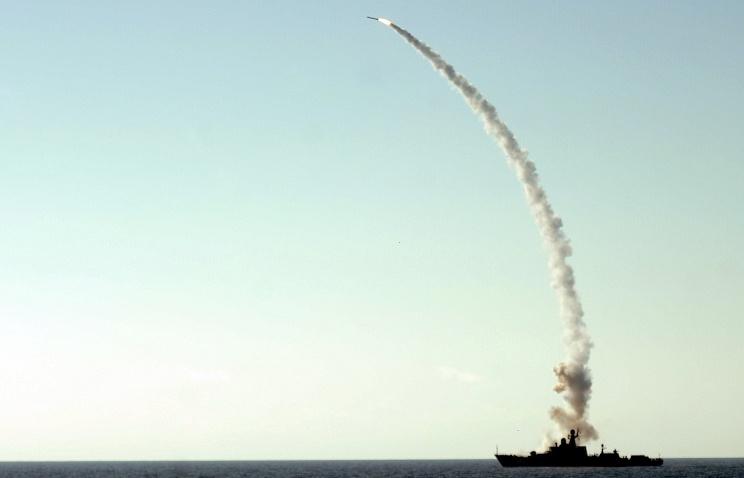 """Минобороны РФ: ракеты """"Калибр"""" поразили объекты ИГ в Сирии с точностью до трех метров"""