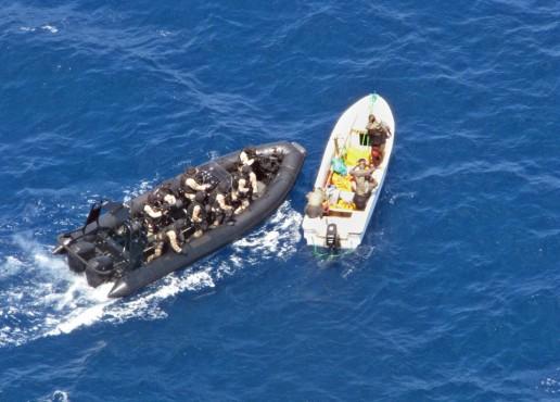 Группа захвата настигла одну из двух подозрительных лодок, замеченных с испанского десантного корабля Galicia.