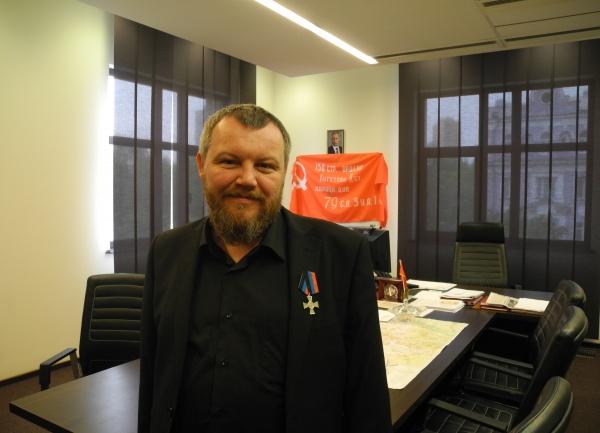 """С выборов в Донбассе теснят коммунистов, но """"запихнут"""" """"Свободу"""" и """"Правый сектор""""?"""