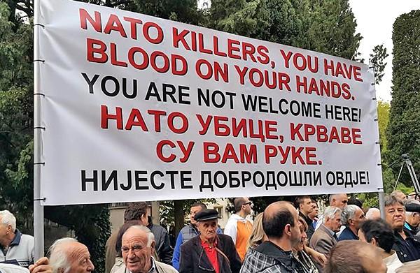 "Маятник ""майданов"" ударил по НАТО из Черногории?"