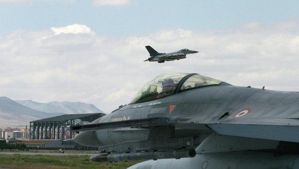 СМИ: самолеты ВВС Турции приостановили полеты над Сирией