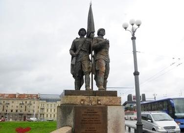 Когда других проблем нет - можно и с памятниками бороться