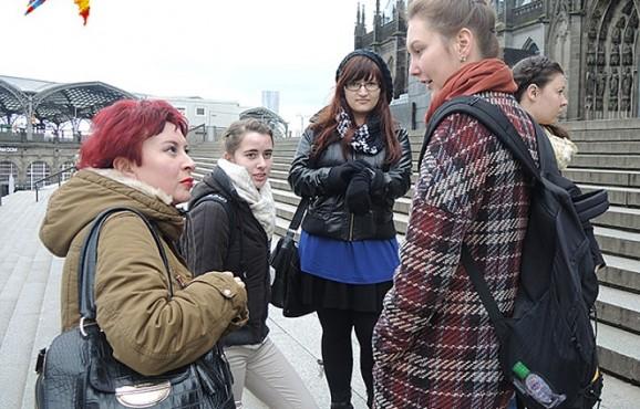 Юная немка Джозефина считает, что принимать беженцев - это долг немцев, но гулять предпочитает только с подружками