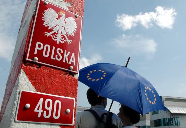 Евросоюз мягко ударил Польшу по попке