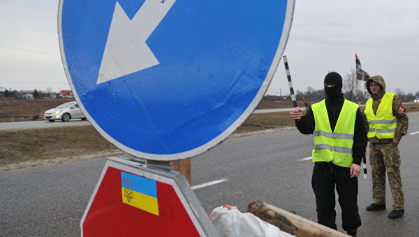 Украинские активисты заявили о блокаде более 20 фур из РФ под Львовом