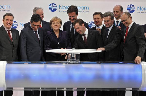 """""""Нефтяная привязка"""" удешевила контракты """"Газпрома"""", но ударила по американскому СПГ"""