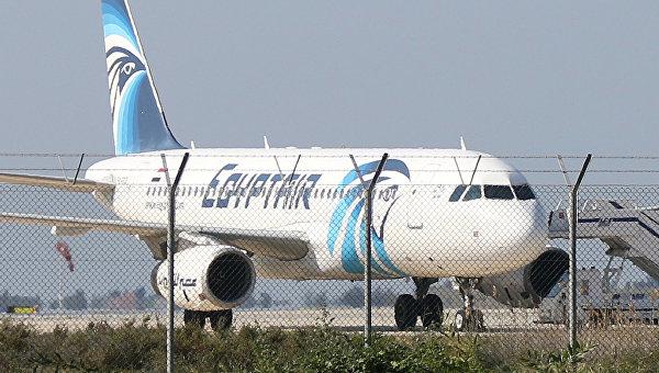 Захват лайнера A320: пассажиров освободили, переговоры продолжаются