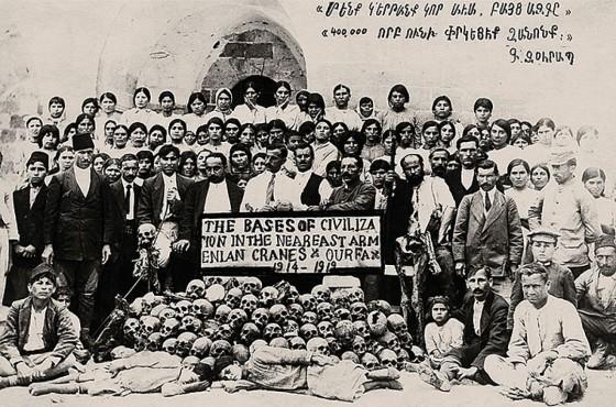 Для армян геноцид их народа в Турции в 1914 - 1919 годах - самая больная страница в истории. И вот такие документальные фотосвидетельства не дают им о ней забыть.
