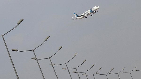 СМИ: самолет EgyptAir, летевший из Парижа в Каир, упал в море