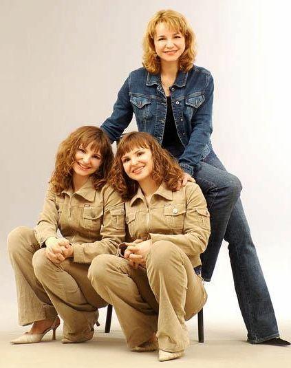 Лариса Опанасюк с дочерьми Анной и Марией